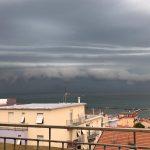 Maltempo, temporali lungo la costa adriatica: shelf cloud ad Osimo, 34mm di pioggia ad Ancona [FOTO e VIDEO]