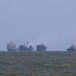 """Sri Lanka: nave cargo consumata dalle fiamme """"sta affondando"""", si teme disastro ambientale [FOTO]"""