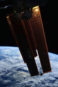 stazione spaziale pannelli solari