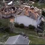 Meteo, violento tornado devasta la periferia di Chicago: oltre 100 case danneggiate e feriti [FOTO e VIDEO]