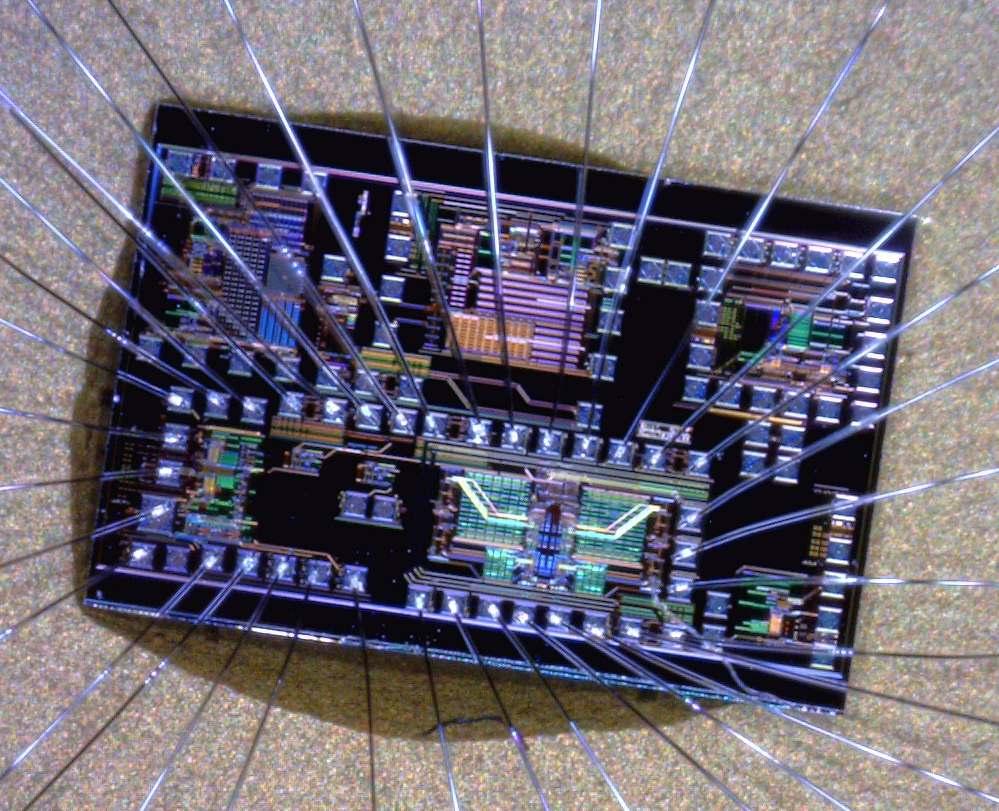 Foto del chip elettronico utilizzato per il controllo del TOADM_Politecnico di Milano
