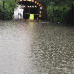 Maltempo, forti piogge a Londra: strade e auto sommerse, circolazione in tilt [FOTO e VIDEO]