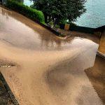 Maltempo, in Lombardia inizia la conta dei danni: Como invasa da un'enorme distesa di detriti [FOTO]
