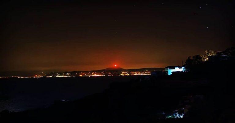 L'eruzione dell'Etna da Filicudi (isole Eolie) - Foto Instagram