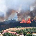 Incendi in Sardegna, situazione drammatica: l'isola sotto assedio dei roghi, evacuazioni nell'Oristanese – FOTO
