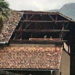 """Maltempo Trentino, Alto Garda in ginocchio: alberi abbattuti e tetti divelti, """"danni peggiori della tempesta Vaia"""" [FOTO]"""