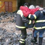 Forte maltempo nel Comasco, la casa è investita da un fiume di fango: anziana salvata dai Vigili del Fuoco – FOTO e VIDEO