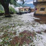 Ancora maltempo in Piemonte, violente grandinate tra Biellese e Novarese: chicchi fino a 4-5cm di diametro [FOTO]