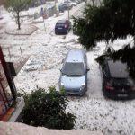 Maltempo in Lombardia, devastante grandinata a Rozzano: parabrezza delle auto in frantumi e alberi abbattuti [FOTO e VIDEO]