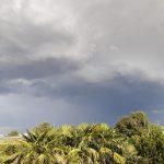 Maltempo, forte temporale nel Padovano: tendoni e ombrelloni spazzati via dal vento a Padova – FOTO