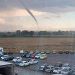 Maltempo, inizia un pomeriggio terribile al Nord: tornado a Cavallermaggiore, temporali come bombe in Piemonte – LIVE