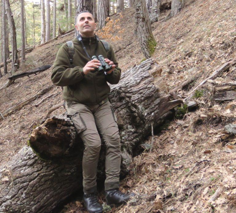 L'autore Gianluca Congi impegnato in ricerche ornitologiche nel Parco Nazionale della Sila