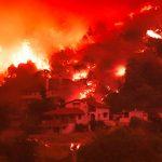 E' la peggiore ondata di caldo in Grecia da 30 anni, gli incendi a Eubea non si fermano: il cielo notturno è rosso da giorni [FOTO]
