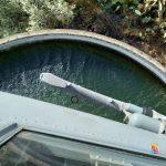 Incendi in Sicilia, rogo a Motta Sant'Anastasia: elicottero della Marina Militare attinge acqua da una cisterna e spegne le fiamme – FOTO e VIDEO