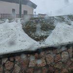 Maltempo in Veneto: forti piogge e intense grandinate nel Vicentino e nel Bellunese, si stacca la sommità del campanile a Lentiai – FOTO