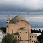 Maltempo al Nord: le spettacolari FOTO di un tornado a Genova