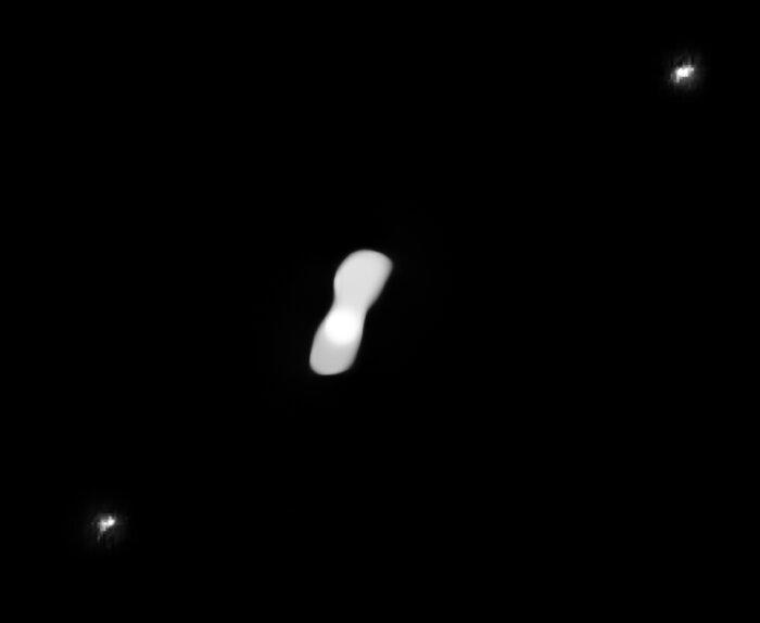 Immagine di SPHERE elaborata per mostrare le lune di Kleopatra