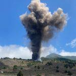 Erutta il vulcano Cumbre Vieja a La Palma: fiume di lava verso il villaggio di El Paso, evacuazioni – FOTO e VIDEO