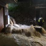 Maltempo Lombardia, nubifragi nel Varesotto e nel Bresciano: danni a Cittiglio, a Malonno esondato il torrente Cole [FOTO]
