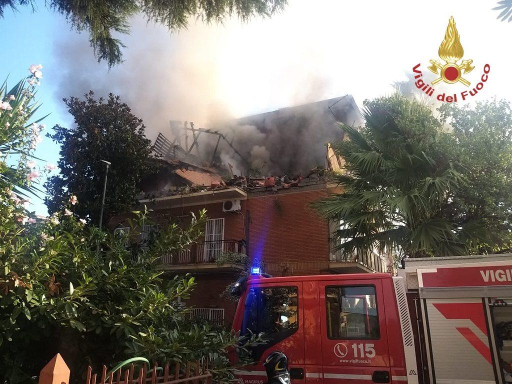 esplosione incendio roma