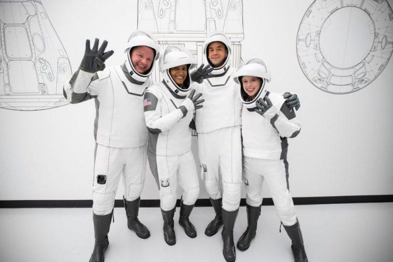 L'equipaggio della missione privata Inspiration4: da sinistra, Chris Sembroski, Sian Proctor, Jared Isaacman e Hayley Arceneaux