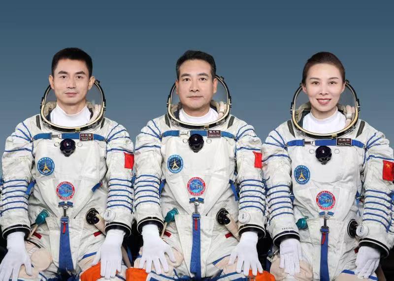 astronauti cinesi shenzhou13