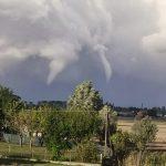 Maltempo in Veneto, 4 tornado avvistati in provincia di Rovigo: nubifragi nel Padovano, 126mm ad Abano Terme – FOTO e VIDEO